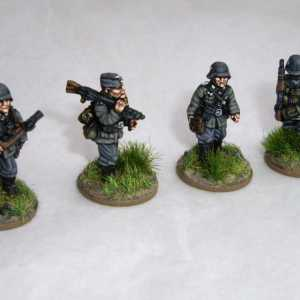 German Army, Including Officer, NCO and Private with MG and Private with Rifle